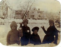 Ogden_children_sans_youngest_1915